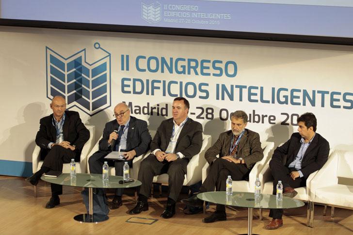 Mesa Redonda 3, del 2 Congreso Edificios Inteligentes sobre Mesa Redonda Internet de las Cosas – Oportunidades y Tendencias en Edificios Inteligentes