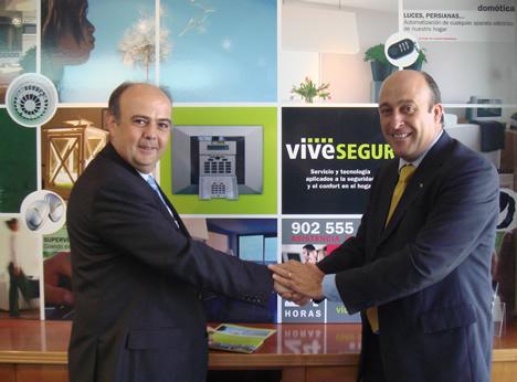 Foto Antonio Cano, Visonic, y Luis Salvador Miralles Rivera, vivesegur