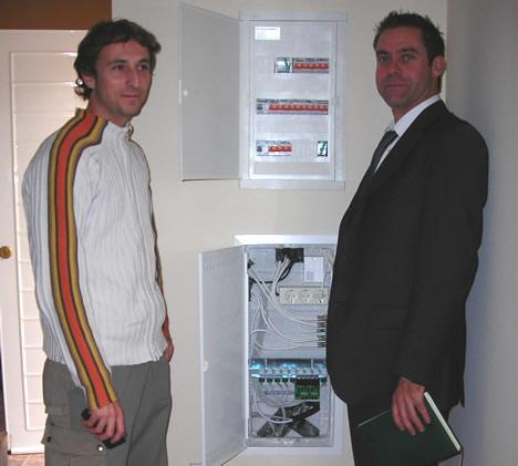 Gabriel Lucas y Anotinio Real Entrepinos Realsa R&M Home Wiring System de R&M
