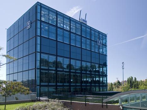 Edificio Agbar Collblanc Jung Dia