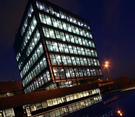 Edificio Agbar Collblanc Jung Noche