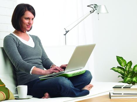 Logitech CoolingPad N100 Lifestyle