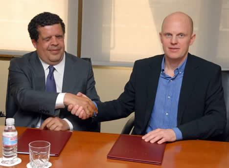 Luis Crespo, Director General de Fundación ONCE y Stefan Junestrand, Responsable del Portal CASADOMO.com