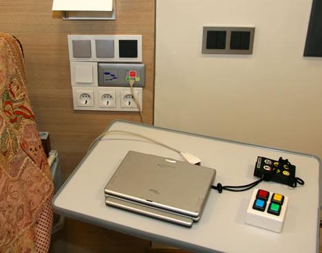Habitacion System M Colores de Schneider Electric en el Centro de Vida Independiente