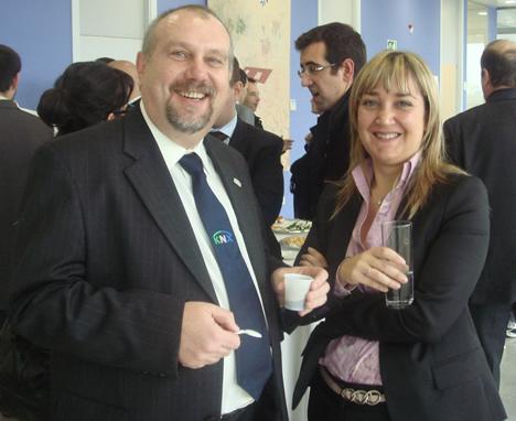 Michael Sartor de KNX España y Marisol Fernández de CEDOM en el KNX Workshop