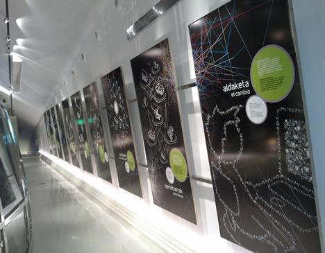 """Paneles de la sala """"La red y el mundo digital"""" del Parque Tecnológico de Vizcaya BTEK"""