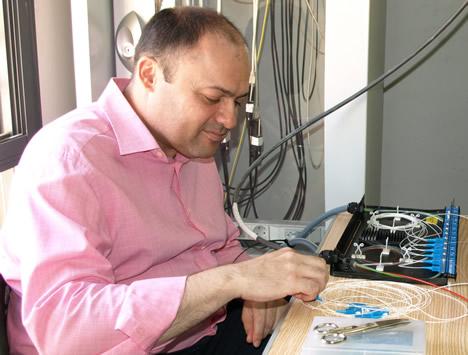 Juan Luís Fabregat instalando la Red de Fibra Óptica en Vila-real