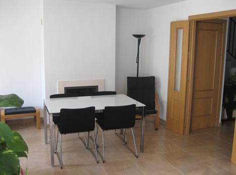 Salón de vivienda de Docelar Ingeniería con KNX e Pantalla Iddero.