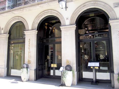Fachada del Hotel España en Barcelona