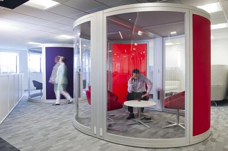 Otro modelo de sala de reuniones en la nueva sede de Plantronics