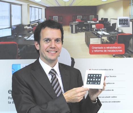 Ramón Francesch, E-Controls, con e-scene
