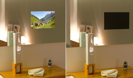 Television colgada en la pared en la habitación