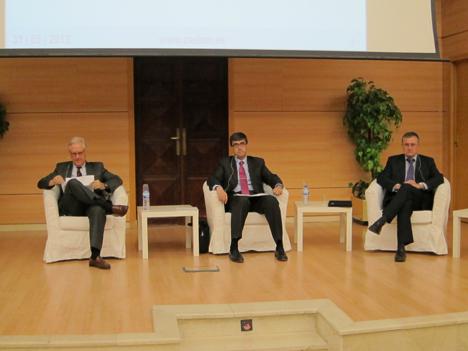 Mesa debate sobre las perspectivas del sector