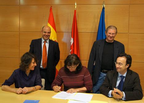 Firma del acuerdo entre FAE y CeDInt