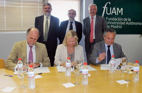 Firma del convenio entre la FUAM, Indra y Fundación Adecco
