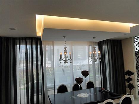 Persianas y cortinas del salón para controlar la luz natural