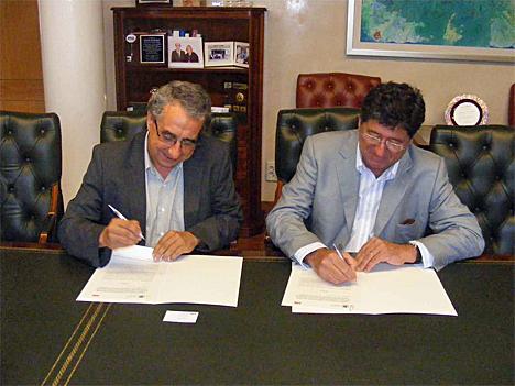 Vicerrector de Coordinación Universitaria, José Ángel Narváez, y por el Jefe de Área Sur Oriental de la División de Productos de Baja Tensión de ABB, Fernando Valencia.
