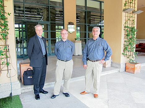 De izquierda a derecha, Kent Franson, Product Manager de Axis Communications, Martin Gren, fundador de la compañía, y Juan Luis Brizuela, Director de Desarrollo de Negocio para el sur de Europa