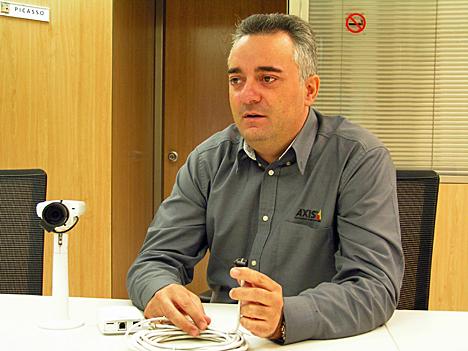 Roberto de los Santos, Ingeniero de Ventas de Axis