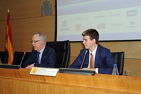 (De izquierda a derecha): Decano-presidente del COIT,  Eugenio Fontán Oñate, y el director del Gabinete del Secretario de Estado de Telecomunicaciones y para la Sociedad de la Informacion, Juan Corro Beseler.
