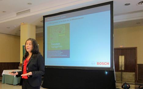Patricia Viña, Brand Manager de Herramientas Eléctricas de Jardín para España y Portugal, presenta Indego, el robot cortacésped