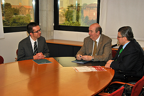 Firma de renovación del convenio entre Valida sin Barreras y la UIC