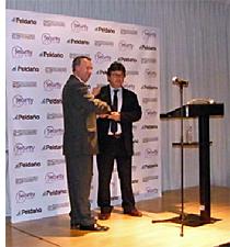 Entrega del Premio al Mejor Proyecto de Seguridad a Informática del Este durante la Security Forum