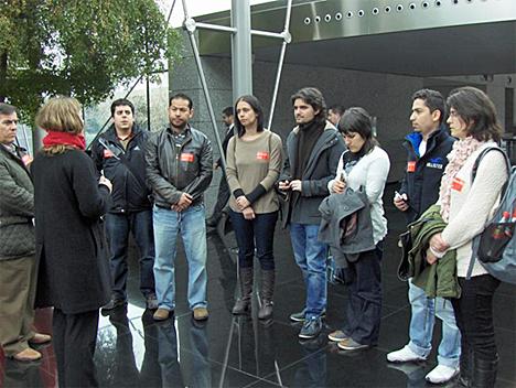 Alumnos del Máster de Domótica y Hogar Digital durante la visita a la Ciudad Financiera del Banco Santander