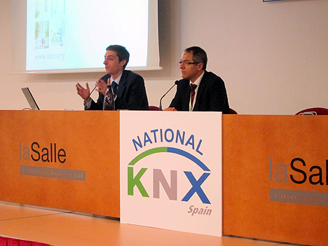 A la izquierda, Casto Cañavate, Director de Marketing de la KNX International