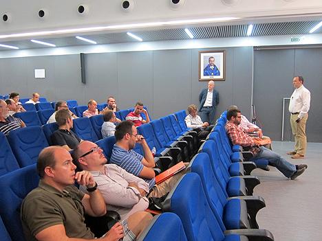 Debate entre los asistentes y algunos de los ponente en torno a las soluciones presentadas