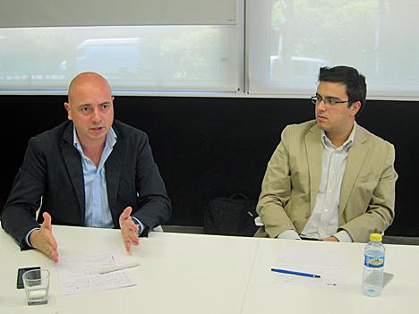 A la izquierda, Francisco Ramírez, Director de la División de Business Solutions de LG España, y a la derecha, Pablo Gómez, Director de Producto y Ventas de la División de Business Solutions de LG.