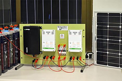 Aula de formación con equipamientos de Schneider Electric en los Salesianos de Sarrià