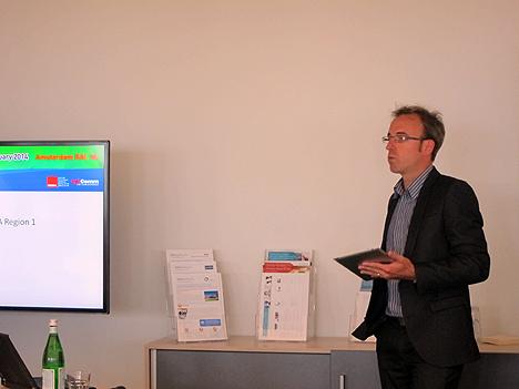 Matt Nimmons, Director de Operaciones de CEDIA Region 1, explicando los detalles sobre la Smart Building Conference
