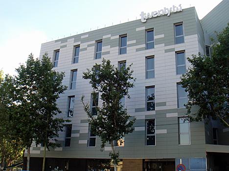 Twentytú Hostel