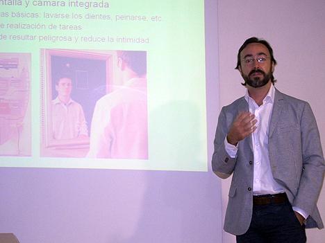 Alberto Brunete explica la aplicación a las tareas domésticas