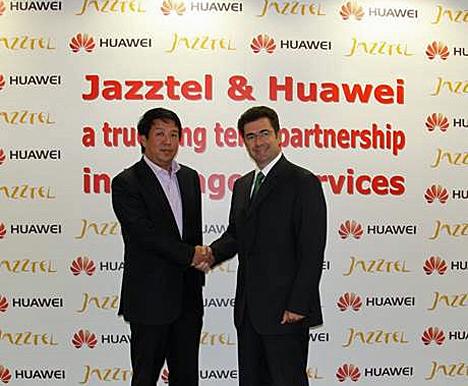 De izquierda a derecha Kevin Tao, Presidente de Huawei en Europa Occidental, y José Miguel García, Consejero Delegado de Jazztel