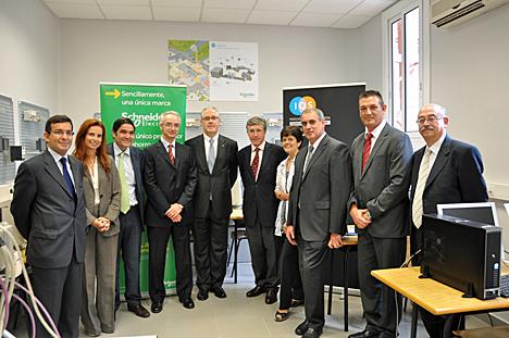 Inauguración del aula de formación práctica Schneider Electric IQS