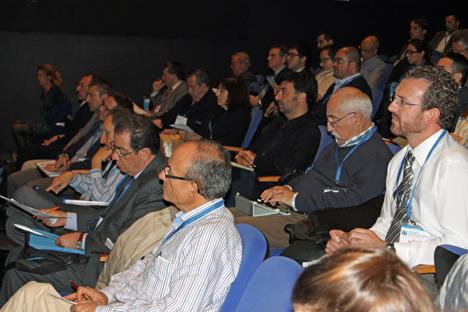 Asistentes al I Congreso Edificios Inteligentes escuchando las ponencias