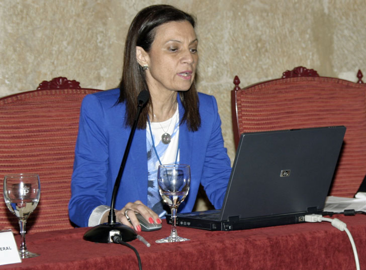 Pilar Budí impartiendo una conferencia
