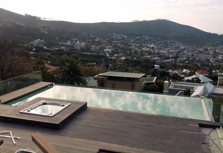 Piscina con vistas a Ciudad del Cabo