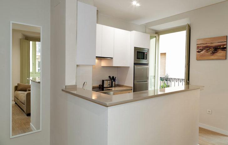 Cocina de los apartamentos en Málaga con Smart Home de Loxone