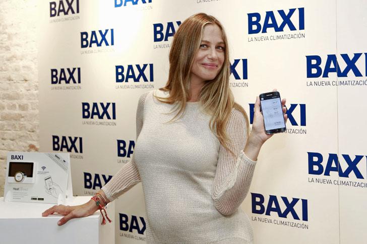 Modelo Martina Klein con las prendas inteligentes de Baxi