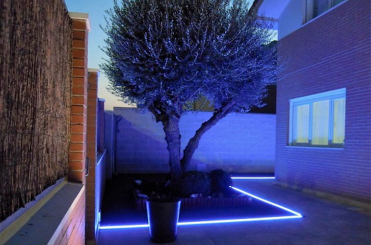 Sistema smart home en una vivienda unifamiliar de madrid - Tira de led exterior ...