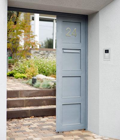 Videoportero Welcome en la puerta de la casa pasiva de madera