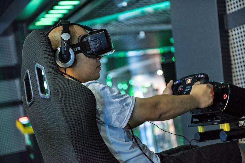 Simulador de conducción en la zona de tecnología inmersiva de ISE 2017