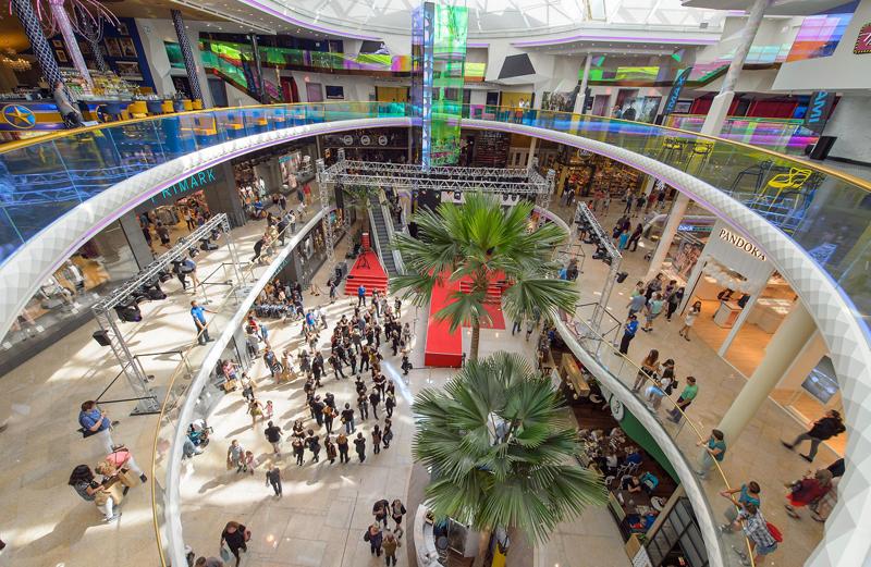 Interior centro comercial PlusCity