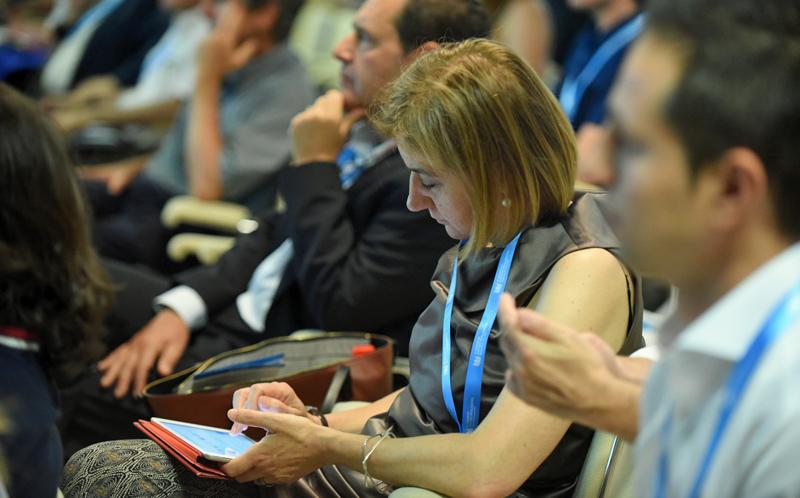 Asistente tuiteando sobre el III Congreso Edificios Inteligentes