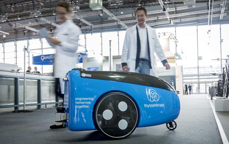 Thyssenkrupp utiliza robots en la log stica del for Ascensores unifamiliares sin mantenimiento