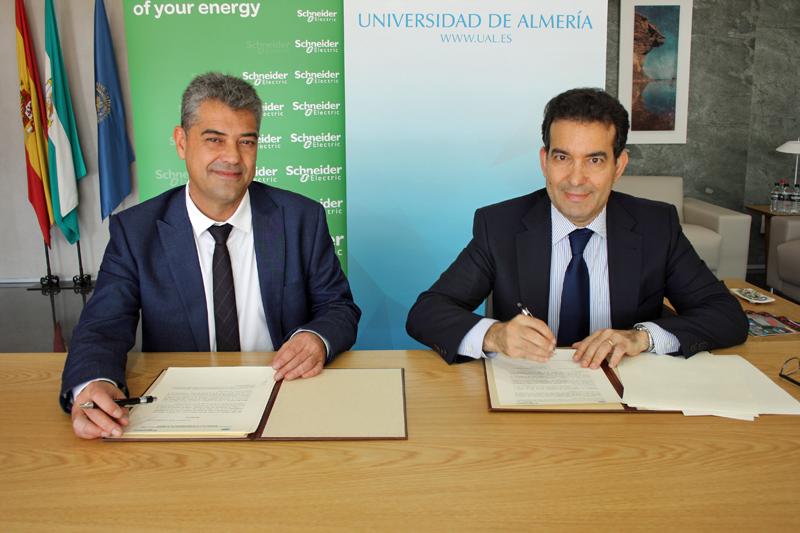 Firma del acuerdo entre UAL y Schneider Electric