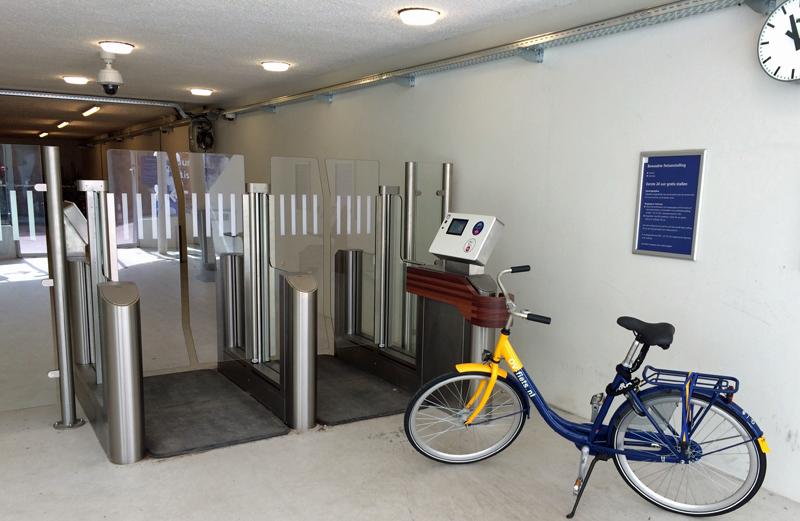 Aparcamiento de bici en estación de tren